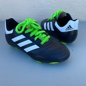 Soccer shoes (cleats)